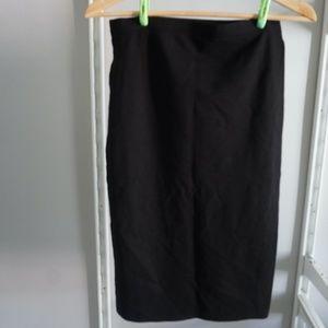 Black Midi compressive skirt with slit on side